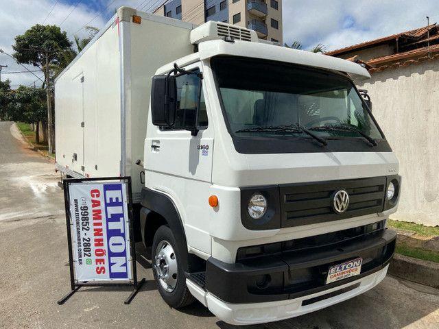 Caminhão baú refrigerado vw 9-160 ano 2012 super novo - Foto 3