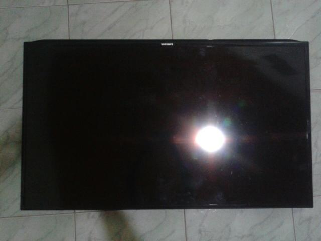 Vendo TV Samsung smart 50 com a tela quebrada.