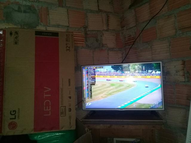 Vendo essa tv semi nova marca Lg 32 polegada ela é led tv