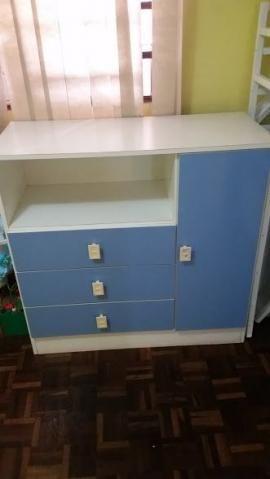 Guarda-roupa infantil azul e branco