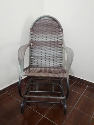 4642bcee0a1 Maravilhosa cadeira de balanço em ferro com acabamento em palha super  resistente