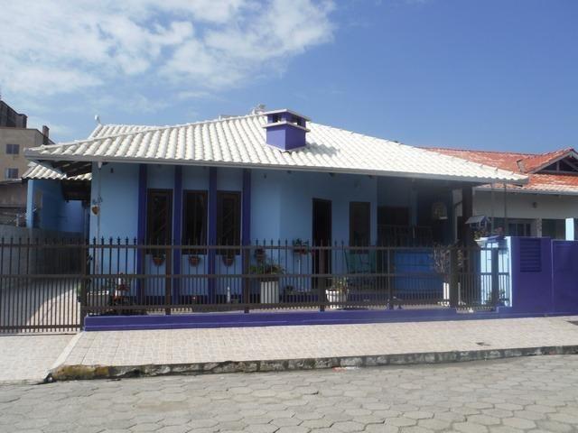 Casa 03 Quartos Climatizada_ Meia Praia_ 05 vagas garagem