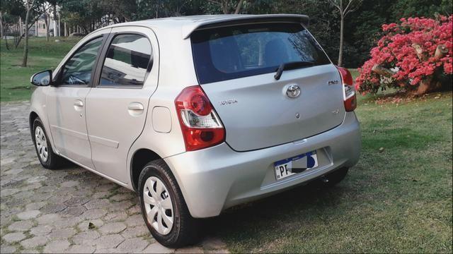 Toyota Etios HATCH 1.3 2015/ 2015 >Aceita troca menor valor - Foto 4