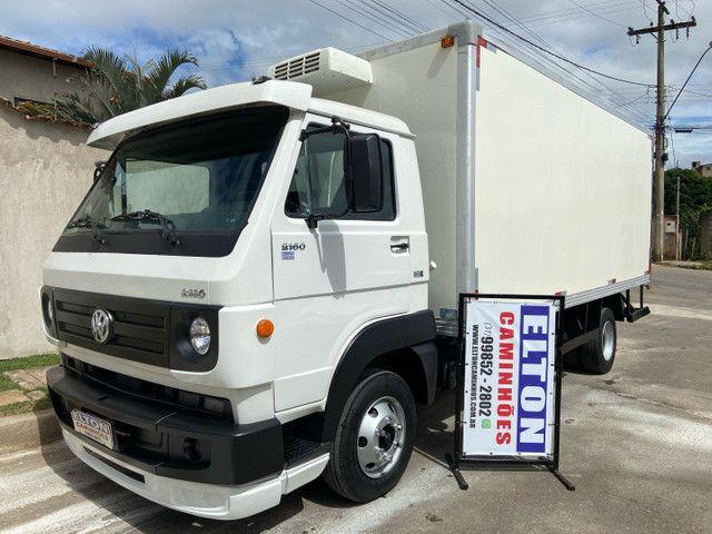 Caminhão baú refrigerado vw 9-160 ano 2012 super novo - Foto 2