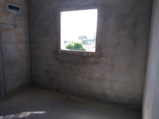 Apartamento 02 quartos Bancários com Varanda pé direito duplo Frente rua - Foto 10