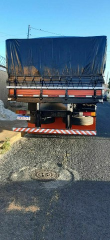 Vendo ou troco boiadeiro ou caçamba truck - Foto 4