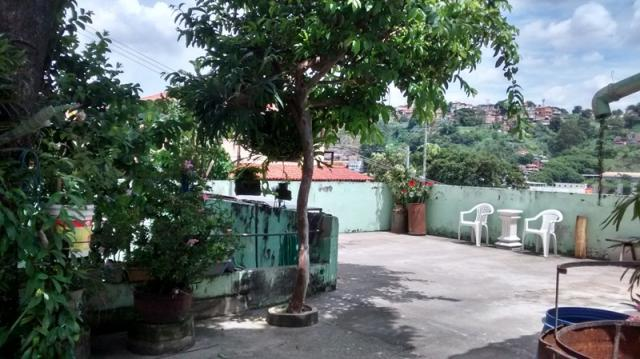 Casa com quintal no caiçara - Foto 2