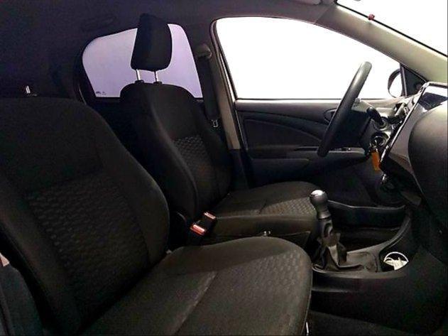 Toyota Etios HATCH 1.3 2015/ 2015 >Aceita troca menor valor - Foto 9