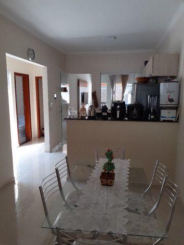 Casa com 2 quartos e 1 suite, area gourmet, excelente localização - Foto 2
