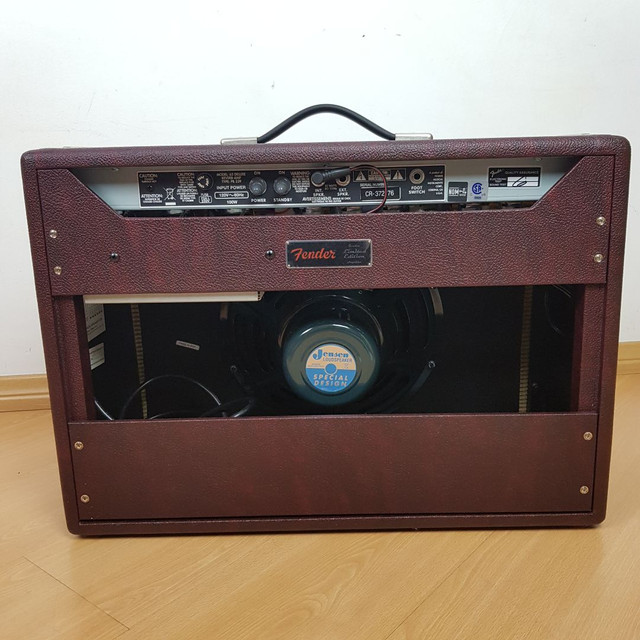 Amplificador Fender Deluxe Reverb Limited Edition Wine Red - Foto 3