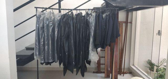 Vende-se grade de ternos (paletó  e calça) e camisa social - Foto 4