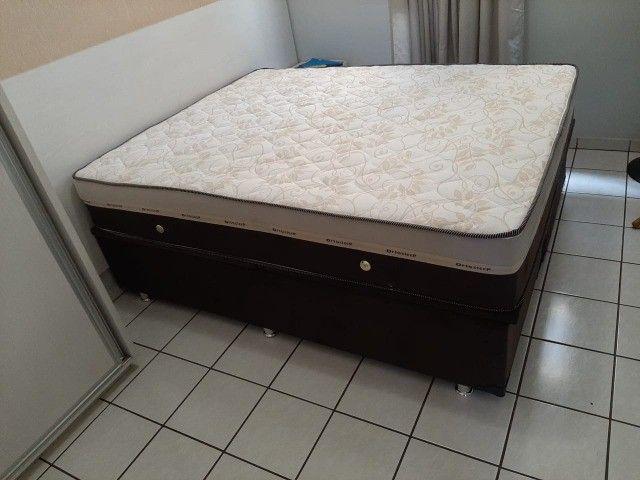 cama de casal com colchão de molas ou espumas