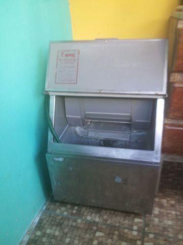 Máquina de fabricar gelo