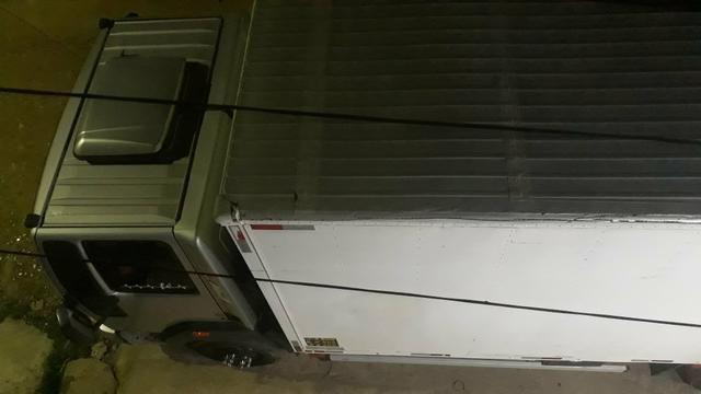 Caminhão bau 6.30 mts