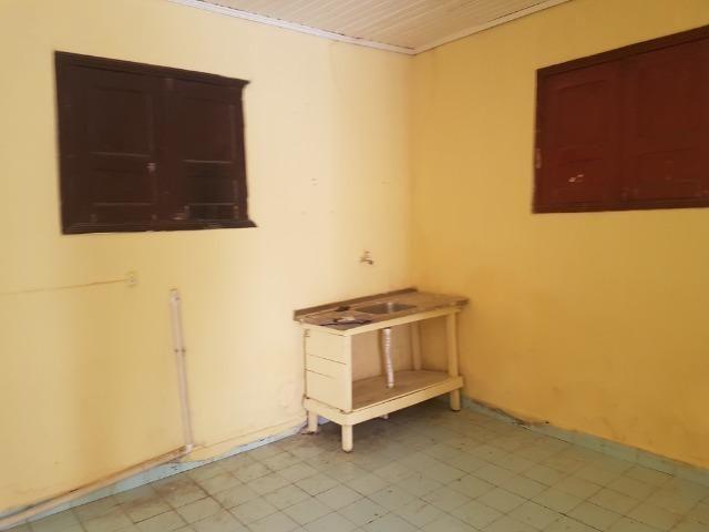 Aluga-se 01 Apartamento 99996-8899
