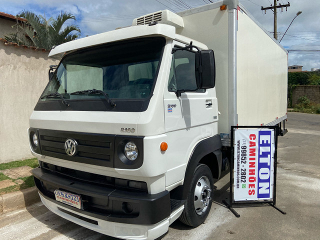 Caminhão baú refrigerado vw 9-160 ano 2012 super novo - Foto 4