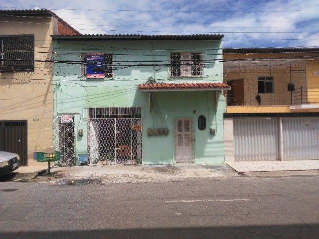 Casa com apartamentos para venda