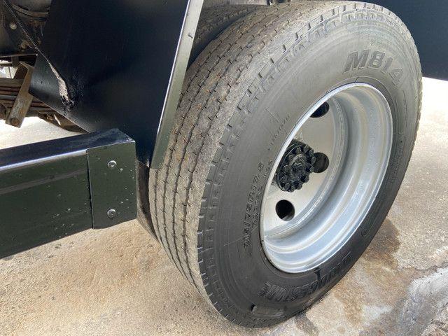 Caminhão baú refrigerado vw 9-160 ano 2012 super novo - Foto 12