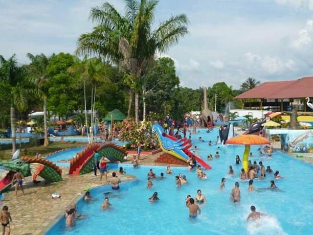 Parque aquático aabb