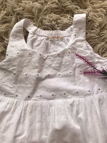 Vendo Lindo vestido infantil - Foto 3