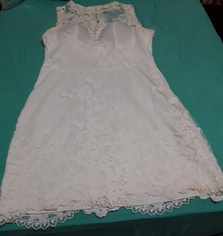 Vestido branco de tule e renda para missa de formatura