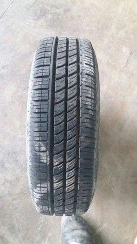 Peneu pirelli 175/70 r14 com roda de ferro - Foto 2
