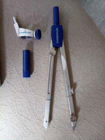 Compasso de Metal com Perna Articulada, Staedtler, 558 01, + Acessórios - Foto 2