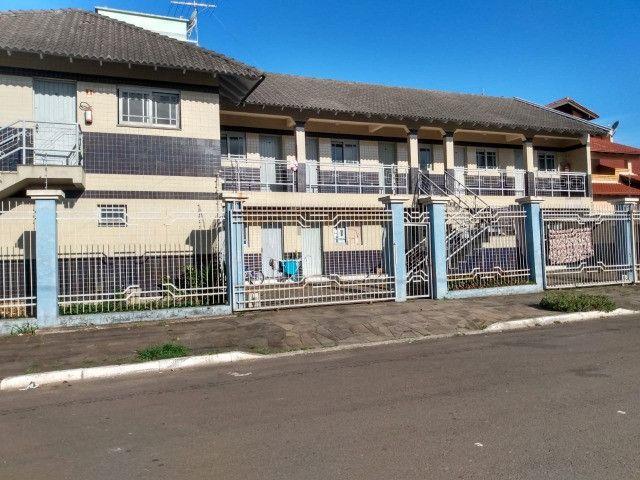 Alugo Apartamento 2 dormitórios, banheiro social com hidro, semi mobiliado - Foto 12
