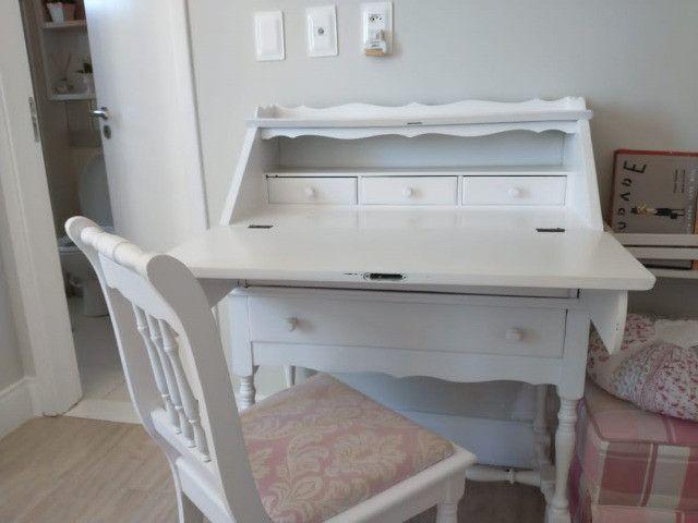 Escrivaninha laqueada com cadeira R$500,00 - Foto 2