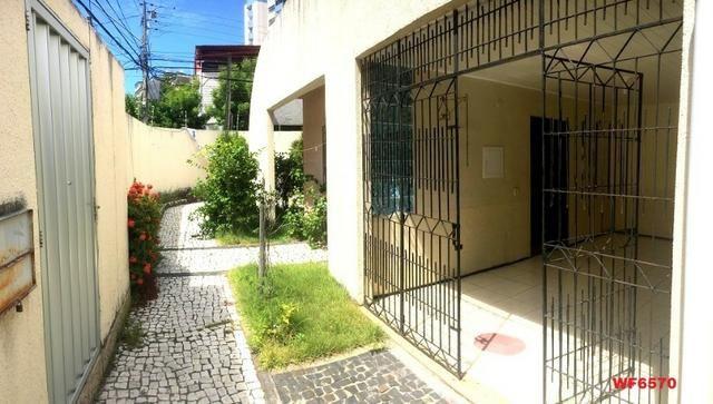 Casa na Aldeota, ponto comercial de esquina, 4 quartos, 2 vagas, próximo a Dom Luís