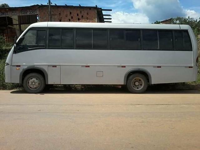 Vendo um micro-ônibus 22 lugares - Foto 2