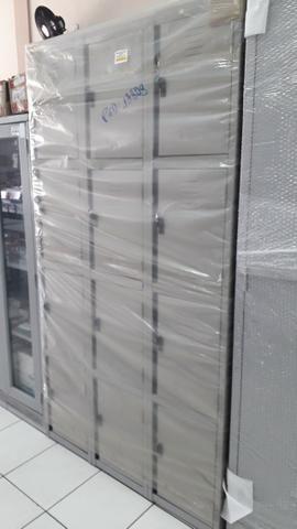 Roupeiro de aço c/ 12 portas