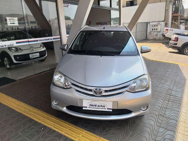 Toyota Etios Hatch 1.3 X Flex - 2013/2014 - R$ 34.000,00 - Foto 2