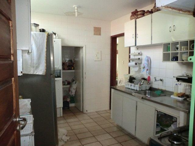 Casa com 5 quartos sendo 2 suíte, lado do mar e próximo a avenida em Pau Amarelo - Foto 5