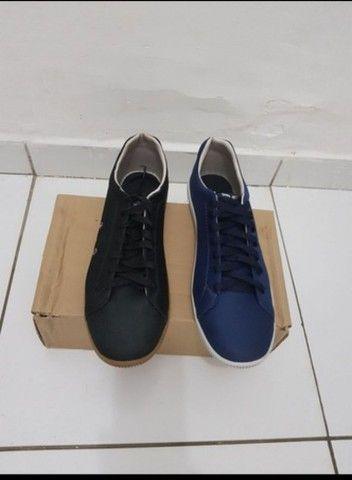 Vendo 2 pares de sapatos na numeração 42 nunca foram usados