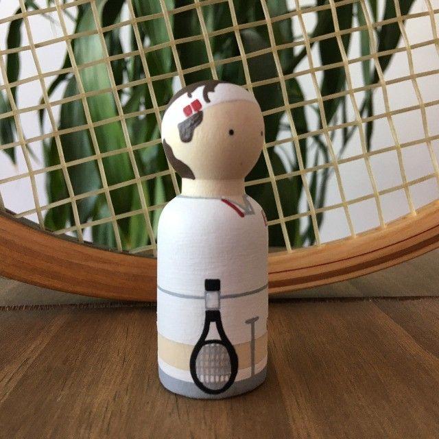 Miniatura Tênis Em Madeira - Federer - Foto 3