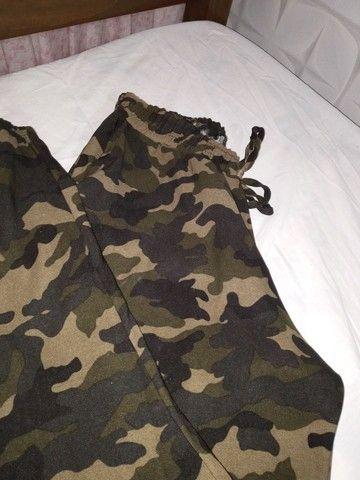 Calça Jogger com estampa de camuflagem - Foto 2