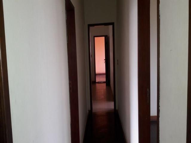 Casa com 04 quartos 02 vagas e ótima localização - Foto 3