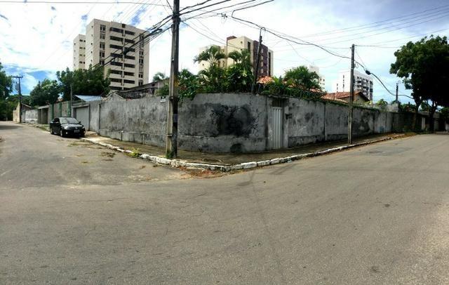 Casa plana na varjota, 3 suítes, esquina, 4 vagas de garagem, Piscina, próx Via expressa
