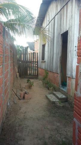 Vende-se casa em fundo de quintal com beco por R$ 20,00