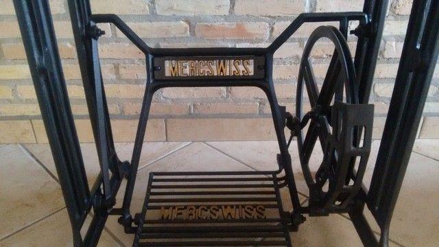 Mesa de Granito projetada sobre pé de máquina de costura Mercswiss antiga. - Foto 5