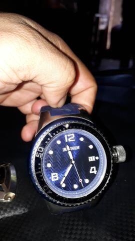 baa14daac3c Relógio semi novo de marca Magnum - Bijouterias