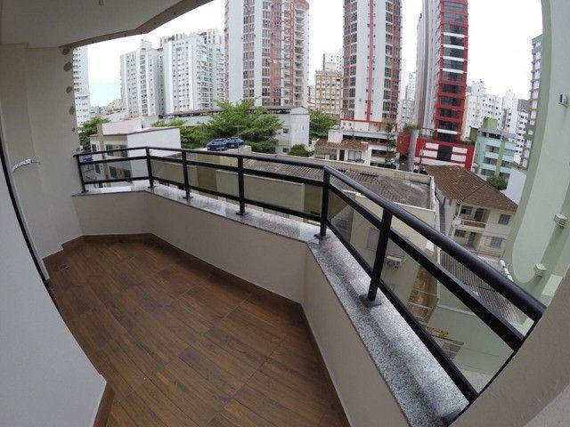 Excelente apartamento novo com uma área externa diferenciada! Quadra mar! - Foto 3