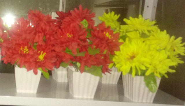 Arranjos de flores artificiais diverssos - Foto 2