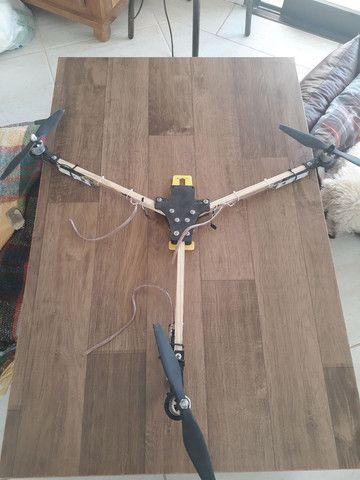 Drone tricoptero