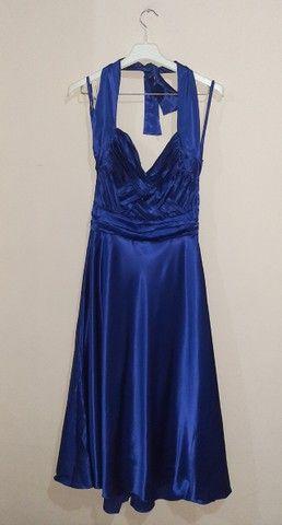 Vestido de festa midi azul acetinado