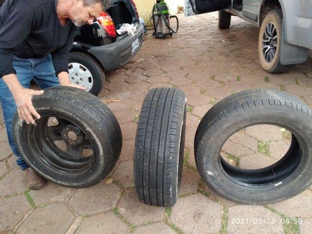 Vende se 2 pneus sem Aro e 1 com aro usados - Foto 2