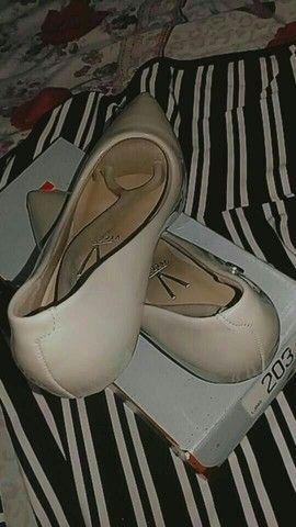 Sapatos semi novos, tamanho 36 37 E 37 38  - Foto 2