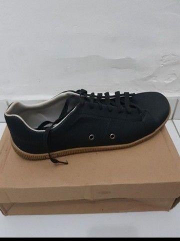 Vendo 2 pares de sapatos na numeração 42 nunca foram usados  - Foto 2