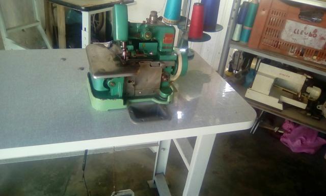 Maquina de costura overloque semir indústrial